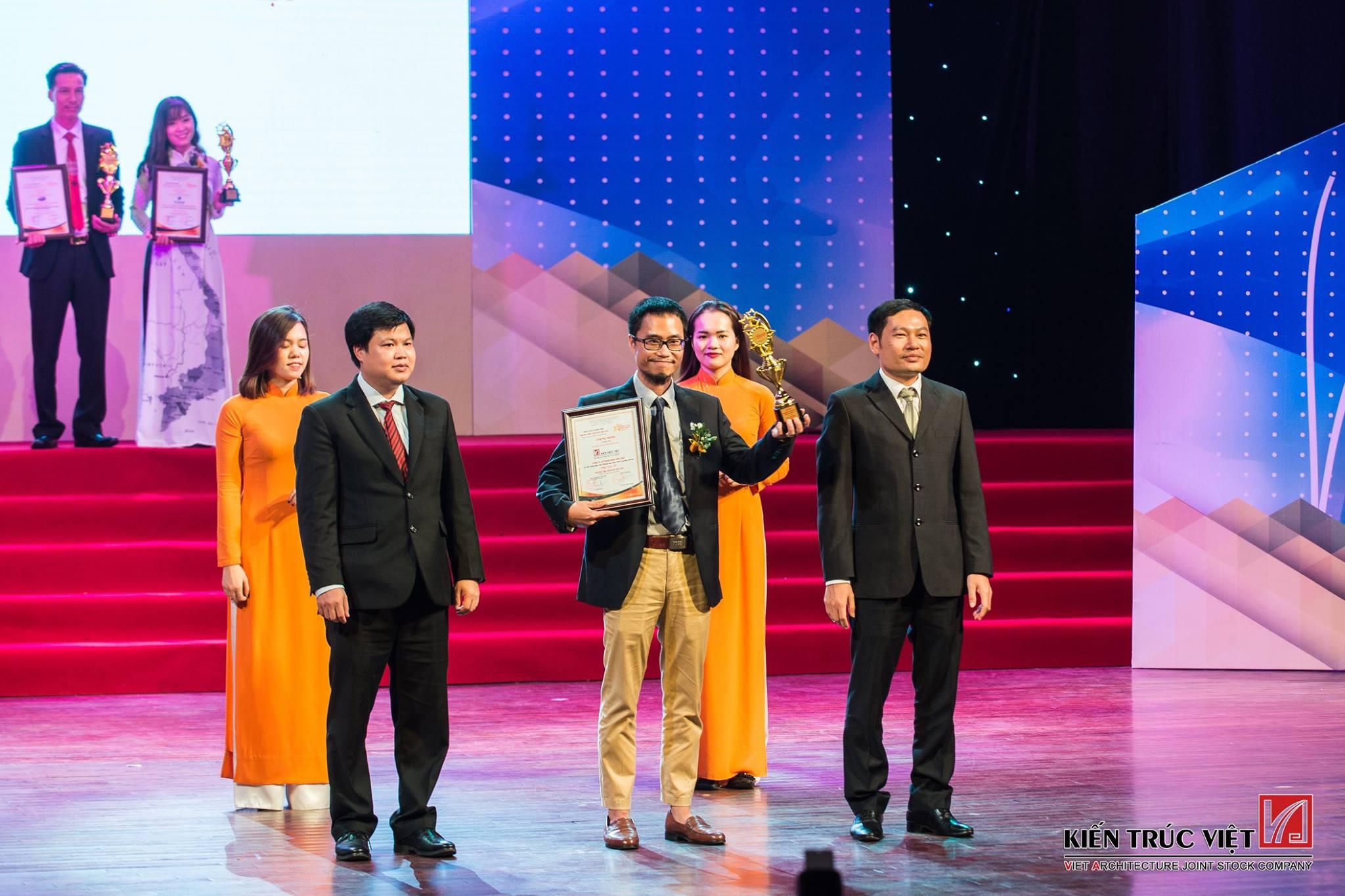 Công ty nhận Cúp và Giấy chứng nhận #TOP50 doanh nghiệp dẫn đầu